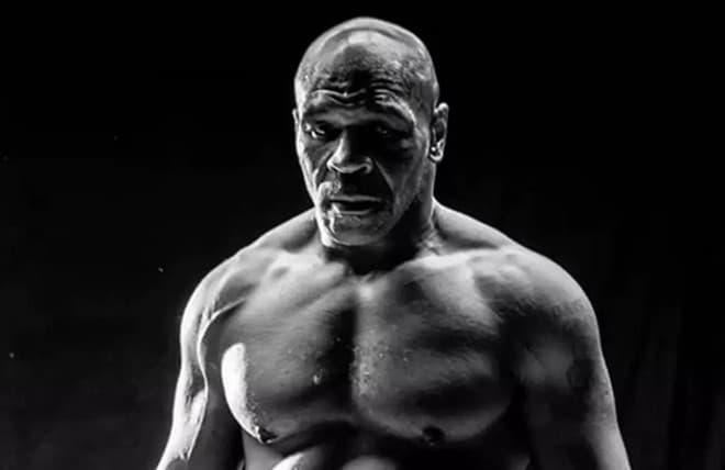 Mike Tyson on takaisin kehissa, ota paras kerroin otteluun